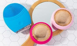FOREO cleansing devices and oral care tools take your daily routine to the next level.